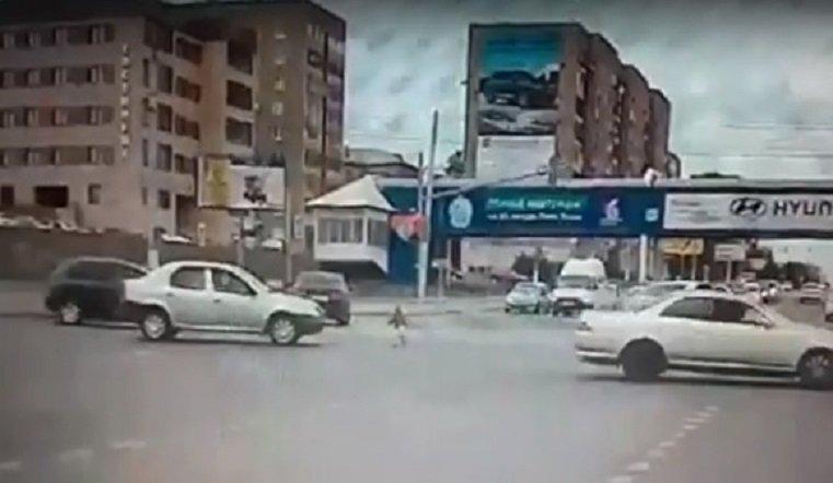 Малолетний ребенок выпал из машины на полном ходу в Магнитогорске