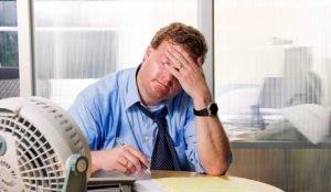 Треть офисных работников в Челябинске работает в сильной жаре