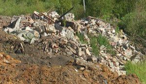 Свалка мусора в поселке Береговой