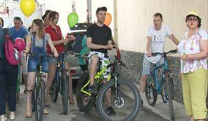 Артисты Камерного театра отправились в отпуск на велосипедах