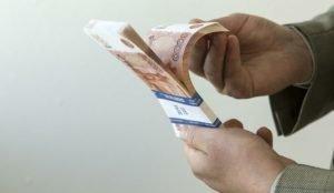 УК заплатит 500 тысяч штрафа за взятку