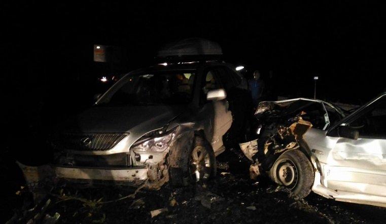 Автоледи врезалась в грузовик под Саткой