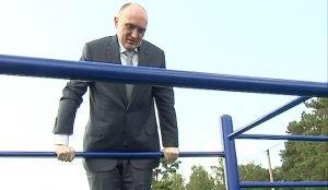 Дубровский выполнил упражнение на турнике