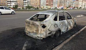 На остановке в Магнитогорске сгорела Лада Гранта