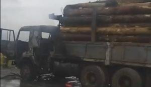 Возгорание лесовоза на трассе