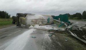 В Сосновском районе перевернулся муковоз