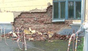 В школе Златоуста обрушилась стена