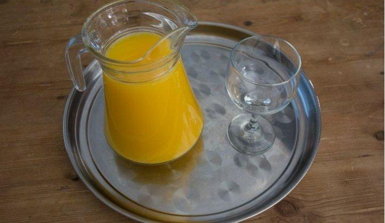 В челябинском отеле девушку напоили моющей жидкостью вместо сока