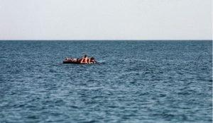 Троих Челябинцев унесло ветром на середину водоема на надувном матрасе