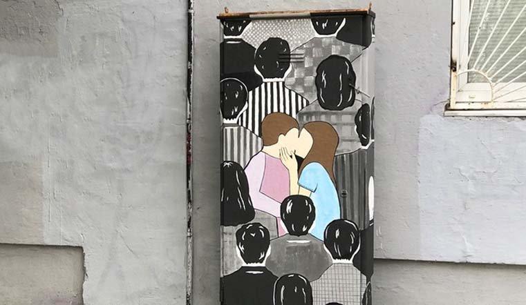 Челябинские урбанисты нарисовали влюбленных в центре Челябинска