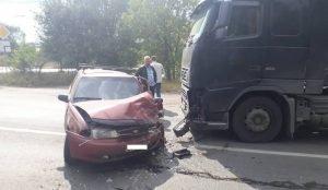 В Магнитогорске Nexia угодила под грузовик