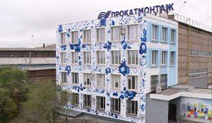 Граффитисты разукрасили фасад дома