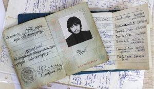Паспорт Виктора Цоя продали на аукционе за 9 млн