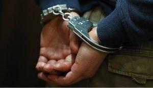 Южноуральцу задержали за порчу забора у здания правительства