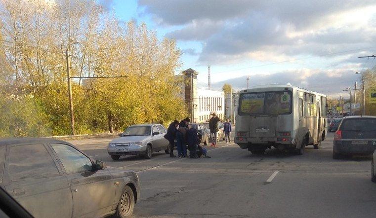 На ЧМЗ под колеса маршрутки попал ребенок