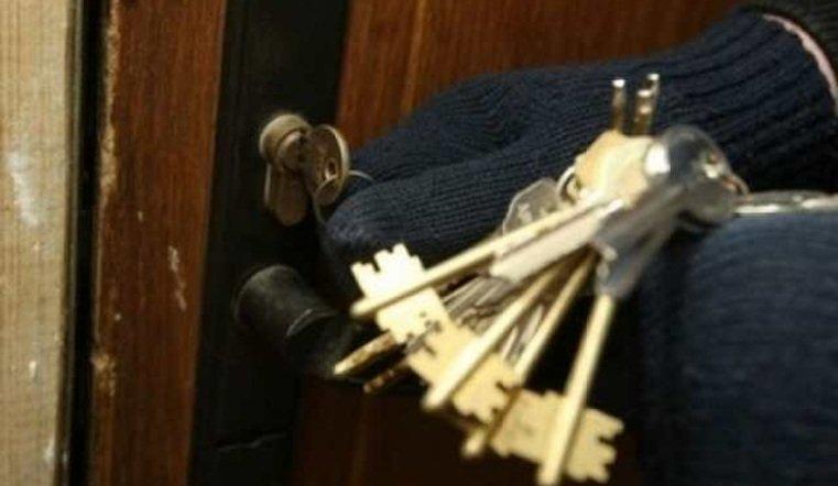Двое челябинцев ограбили несколько квартир в Саранске