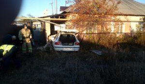 В Пласте иномарка с пьяным водителем врезалась в дом