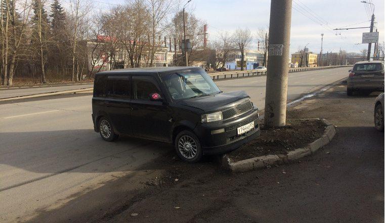 В Челябинске попала в аварию машина с беременной женщиной