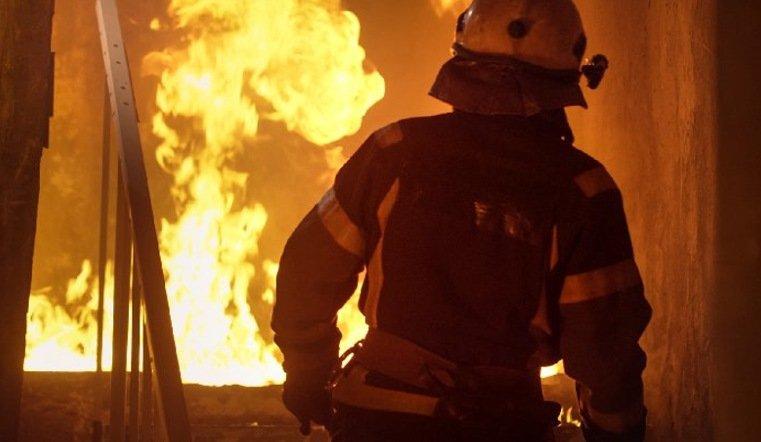 Чуть не задохнулись. На Урале прохожие спасли семью из горящего дома