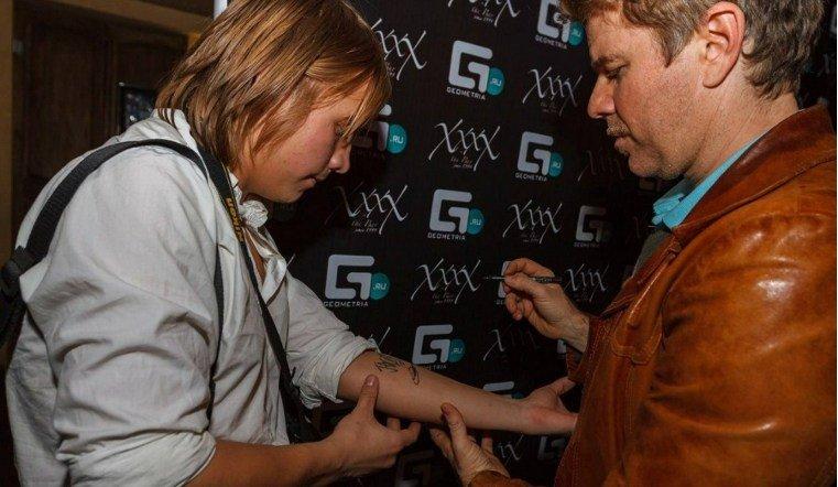 Жиетль Урала хочет выставить на аукцион свою кожу с автографами известных музыкантов