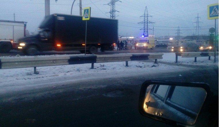 ДТП на пересечении Свердловского проспекта и улицы Индивидуальной