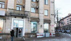 Альфа-банк в центре Челябинска остался без рекламной вывести