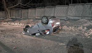 В Кыштыме молодой водитель врезался в дерево на иномарке
