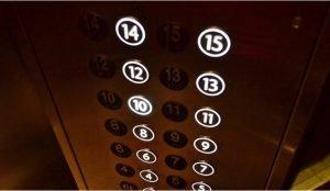 Житель Озерска расправился с женщиной в лифте