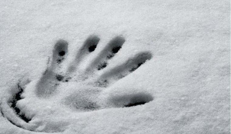 На дороге в Челябинской области насмерть замерз молодой мужчина