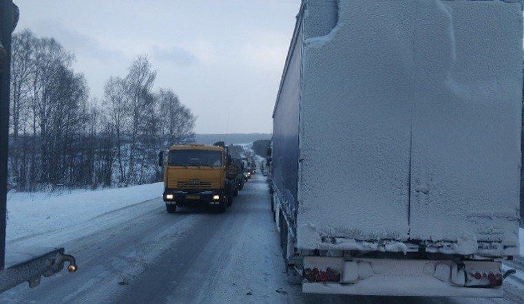 Снежный циклон спровоцировал пробки на южноуральских трассах