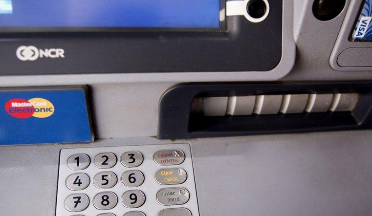 Ограбление по-уральски. Кража из банкомата 3 млн рублей попала на видео