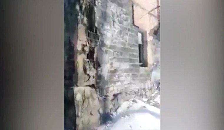 По колено в воде. Дом заливает кипятком из-за прорыва трубы