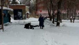 В Челябинске пьяный мужчина напал на подростка