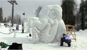 В России появился самый высокогорный парк снежных скульптур