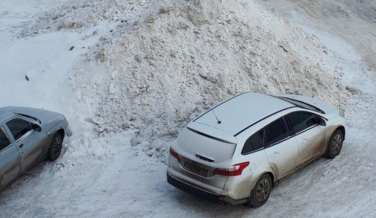 Снежные кучи в Магнитогорске и Челябинске