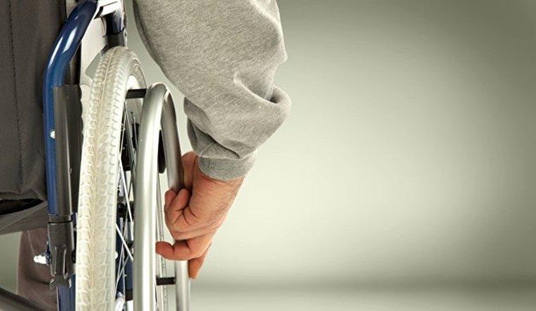 Коммунальщики против инвалида. УК требует от челябинца демонтировать сделанный им подъемник