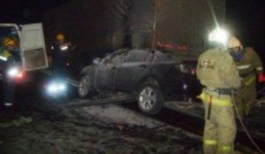 На железнодорожном переезде столкнулись поезд и легковой автомобиль