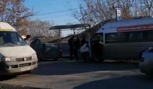 Конфликт маршрутчиков и пассажирки на остановке в Челябинске