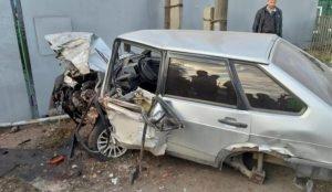 ВАЗ с пьяным водителем врезался в жилой дом в Челябинской области