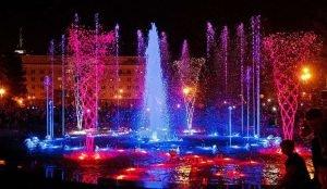 Челябинцы смогут насладиться свето-музкальным шоу у главного фонтана