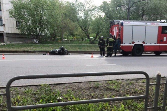 Мотоциклист врезался в «Ладу» и сбежал с места ДТП