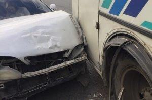 Маршрутка и Тойота не поделили дорогу в Челябинске