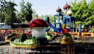 Церковными куполами украсили детскую площадку в Челябинске