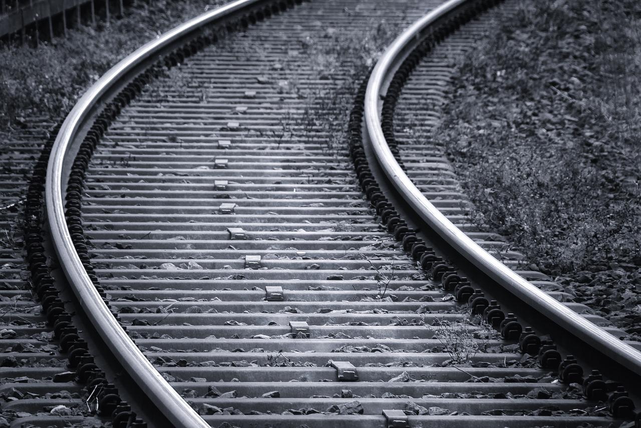 Поезд насмерть сбил подростка в Челябинской области
