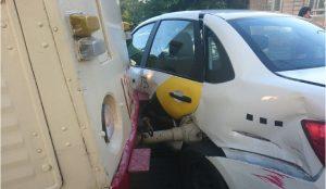Такси Ядекс залетело под трамвай