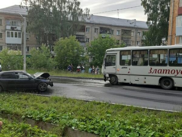 Автоледи выскочила навстречку и устроила жуткое ДТП в Златоусте ВИДЕО