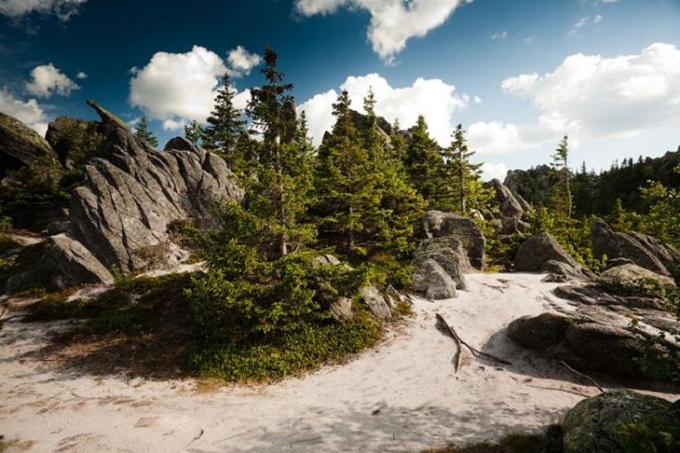 5 мест на Южном Урале с залежами драгоценных камней и минералов