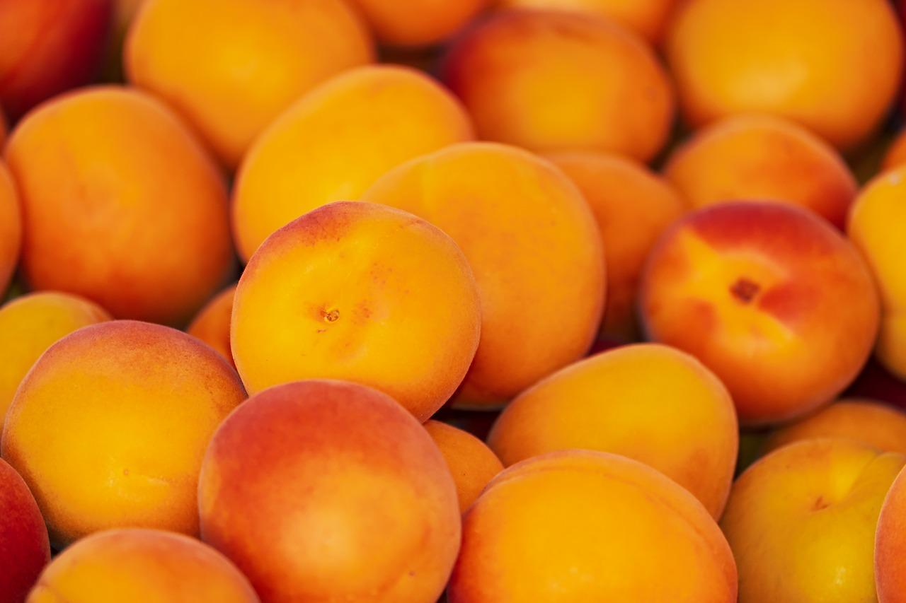 Время фруктов. Эксперты рассказали, как уберечь здоровье в жару
