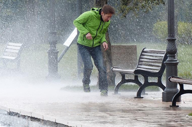 Штормовое предупреждение. Челябинцев ждет ливень с грозами и сильный ветер