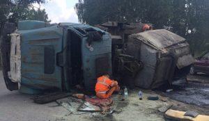 В районе Новосинеглазово произошла авария с грузовиком